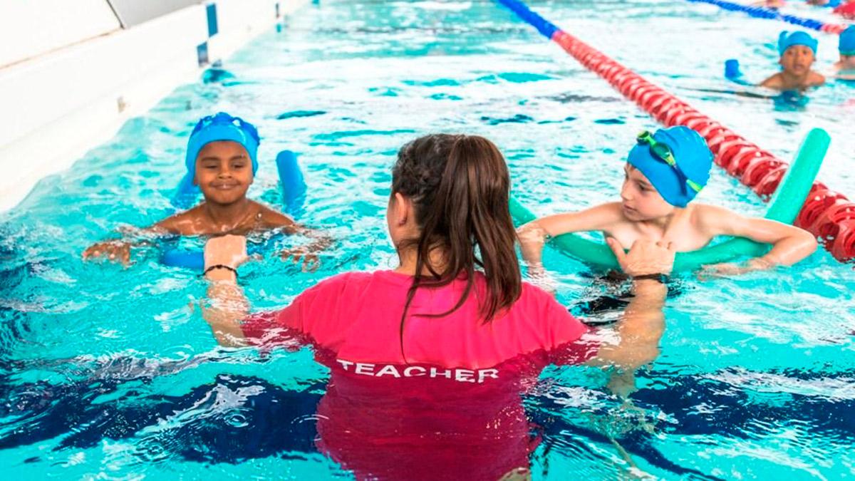 بهترین مربی شنا بانوان در اصفهان